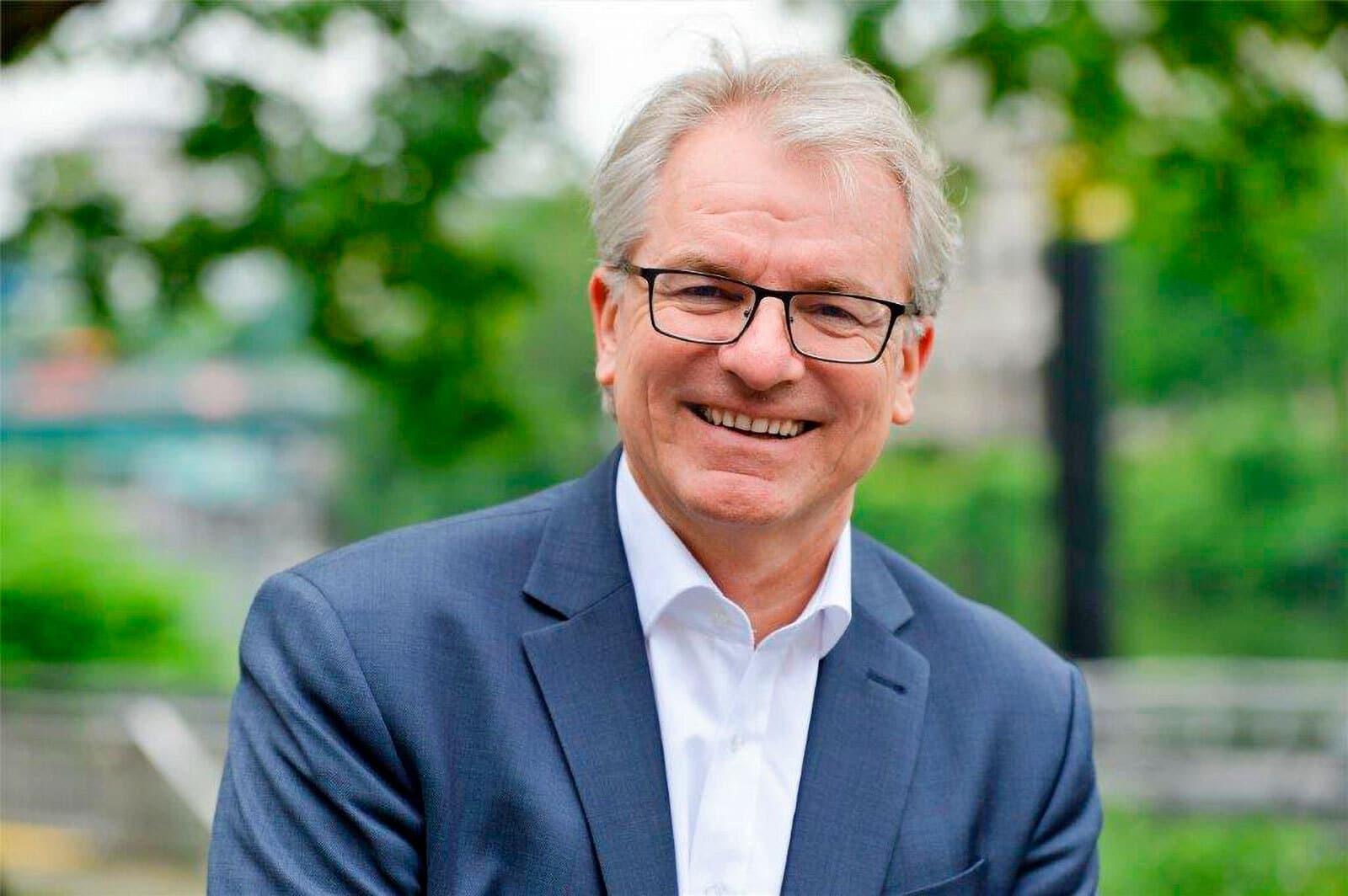 Portrait des Oberbürgermeisters der Stadt Mülheim an der Ruhr, Marc Buchholz, lächelnd
